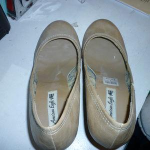 "American Eagle 9 womens tan 2.5"" heels gently worn"